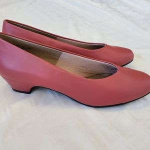Soft Style Hush Puppies rose leather pumps NWOT